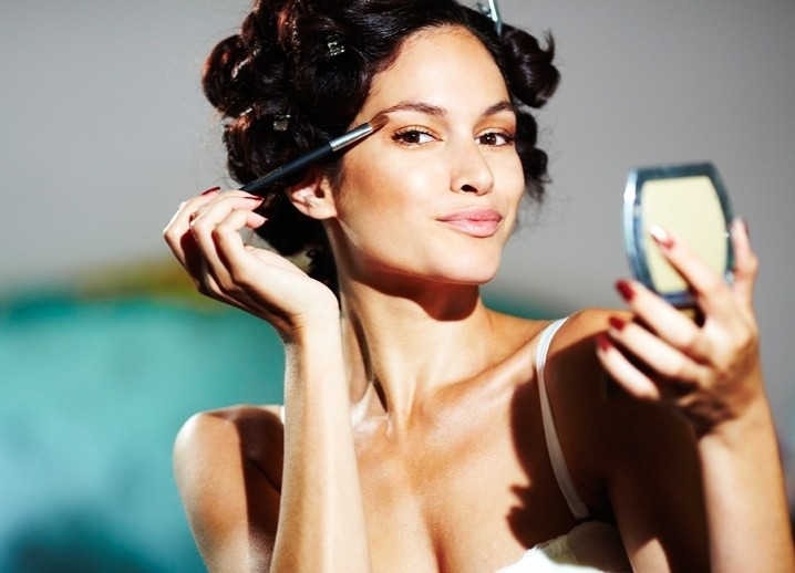 Правильное освещение для нанесения макияжа