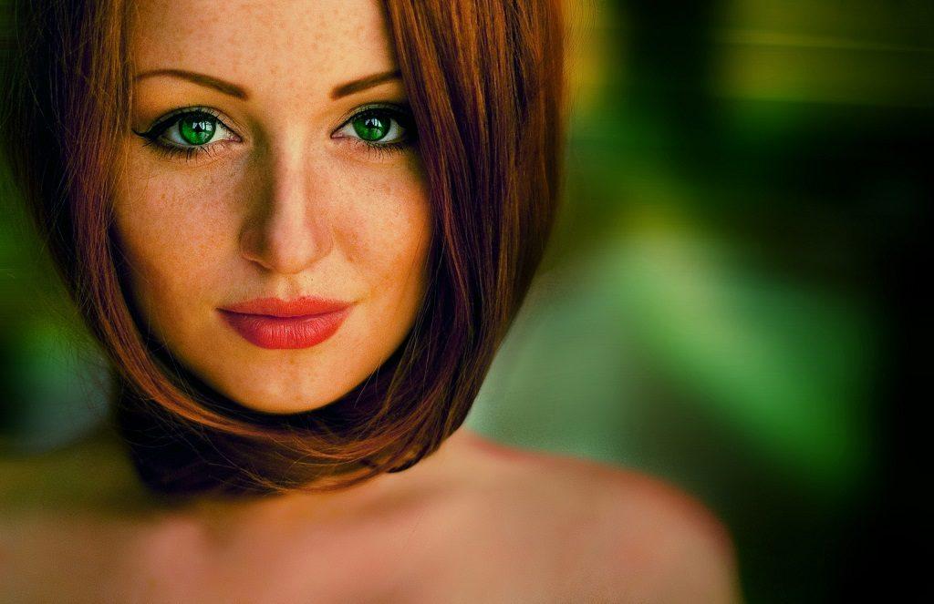 Девушка с зелёными глазами