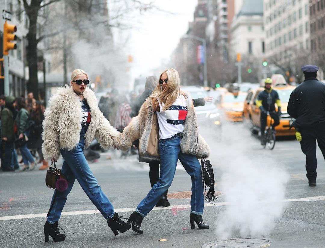 С чем носить джинсы-бойфренды, чтобы выглядеть стильно? Варианты образов.